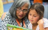 朗读可以提高学生对书籍的兴趣增强识字能力