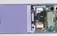 三星GalaxyZFlip35G铰链干净但屏幕布满灰尘